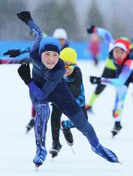 声援受け、滑走力強く 北見市で少年少女スケート大会