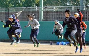 伊予銀行ソフトボール部、春野総合運動公園で合宿