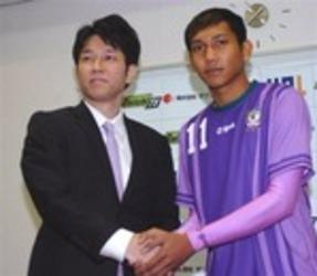 J3藤枝 カンボジア代表ワタナカ 入団会見で「夢だった」