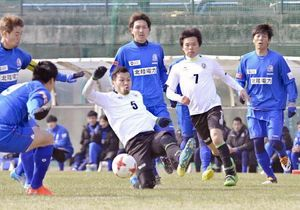 サッカー 高知、J3富山と練習試合