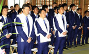 J2徳島 選手ら大麻比古神社参拝 再昇格祈願