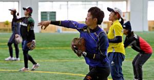 古藤選手(都城東高卒)ら調整 日本女子ソフトボール