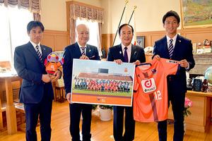 J1大宮・渋谷監督ら、上田知事に抱負「J1浦和と埼玉盛り上げる」