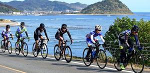 日南海岸を快走 日大自転車部