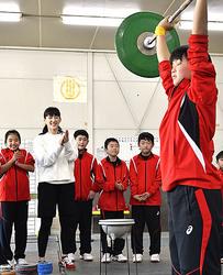 綾瀬はるかさん、岐阜県選手にエール 土岐市訪問