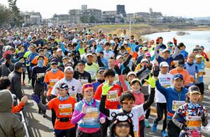 冬晴れの古都、1万7000人疾走 京都マラソン