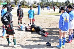 トップ選手にラグビー学ぶ 宮崎内の中学生100人