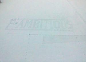 日本ハム 雪上にチームスローガンが浮かんだ
