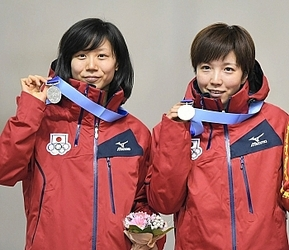 冬季アジア札幌大会 スピードスケート 小平が長野県勢金メダル第1号