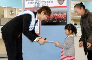 バスケBリーグ 広島の選手が一日区長