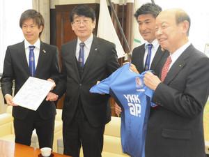 3季ぶりJ2昇格誓う J3富山監督ら知事、副市長を訪問