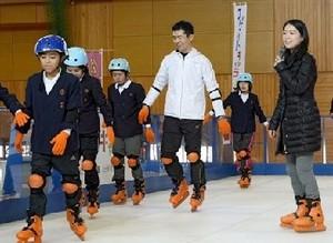 """フィギュアスケート鈴木明子さん、八代市・郡築小で""""授業"""""""