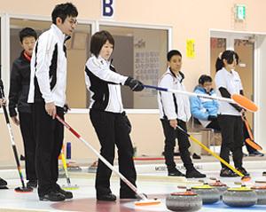 カーリング 苫米地ペア、5度目優勝目指す 日本選手権
