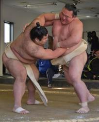 大相撲 新横綱、春場所へ本格始動 高安と激しく17番