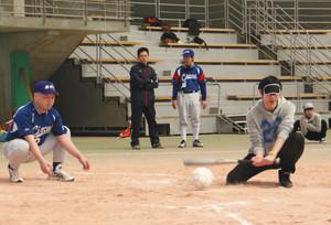 視覚障害者の野球 音でスイング判断