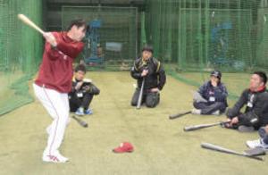 楽天コーチ  少年野球指導者に練習法伝授