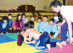 登別で白菊幼レスリング大会、応援力に果敢なファイト
