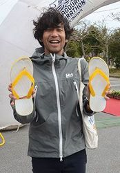 島ぞうりで100キロ、保久村さん NAGOURAマラソン