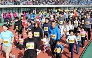 光の下、3千人快走 みっきぃふれあいマラソン