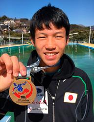 カヌー 田中(中津川市立第一中)の団体「金」 アジア選手権