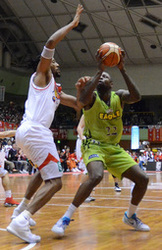 バスケB1北海道、3連勝 三遠に73―72