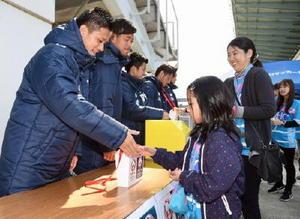 J1鳥栖選手、被災地支援の募金活動