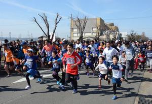 春の木津川沿い、2070人駆け抜ける 京都・城陽マラソン