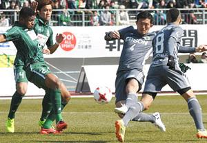J2松本らしさ貫き初勝利 FKつなぎ、飯田が押し込み初得点