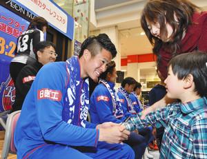 J3富山、本拠初戦前にイベント 高岡でファンと選手が交流