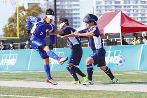 川崎でブラインドサッカー選手権 国内チームとブラジル代表