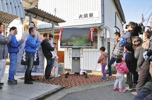 えち鉄大関駅で稀勢の里関の応援を 相撲文字の看板設置