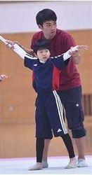 新体操男子 秋田の中学講師、仲間と児童指導
