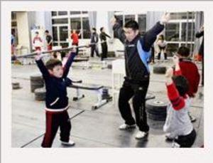 重量挙げ 笠井が小中学生対象に技術指導