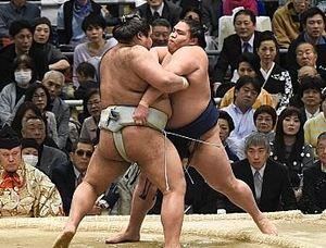 大相撲 御嶽海、自分の相撲取れず2敗目 春場所4日目
