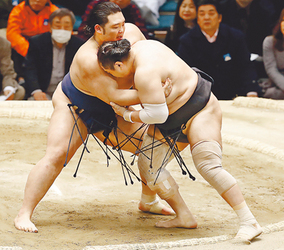 朝乃山、万全の寄りで3連勝 通算4勝2敗、大相撲春場所