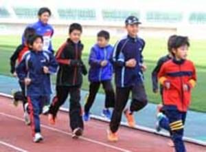 速く走るこつ、習得 山口で中電選手がランニング教室