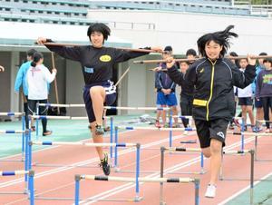 陸上技術磨き合う 九州・沖縄中学生が合宿
