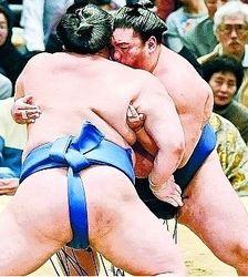 大相撲 御嶽海、連敗止める 春場所9日目