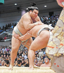 大相撲 高安冷静、初の10連勝 春場所10日目