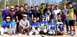 少年野球 島袋小4人の野球部、初試合が実現 父母らと対戦