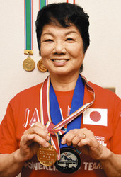 ベンチプレス 77歳、限界への挑戦 日本記録、越谷の伊川さん