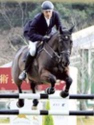 障害馬術トップ選手競う 国際馬術掛川
