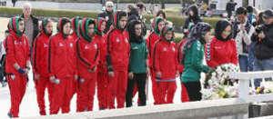 アフガン女子サッカー代表が献花 平和記念公園