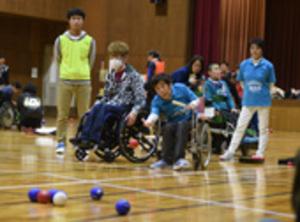 パラ種目「ボッチャ」初めての三重県大会 試合と交流楽しむ
