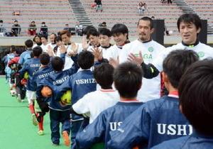 サッカー元日本代表に技学ぶ さがドリームマッチ