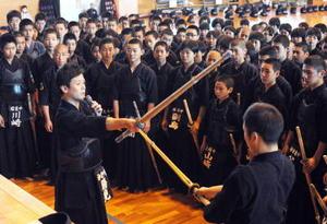 剣道 「全打突で一本狙え」 全国覇者が講習