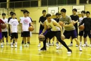 バスケ 米トレーナーに技術学ぶ 玉野で中1、小6強化選手講習会