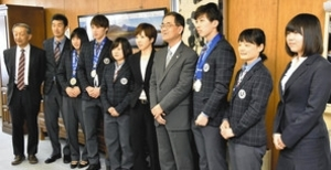 スケート 小平奈緒ら母校の信州大に活躍報告