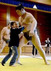 大相撲 南阿蘇村で蒼国来ら相撲教室