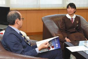 スキー アルペン、ジュニア優勝 城端小の山田さん喜び報告